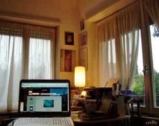 pc tra le finestre - by criBo