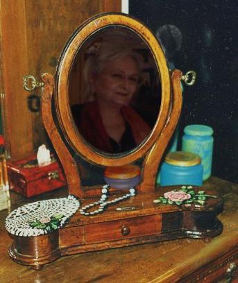 nello specchio della tolettina - by criBo