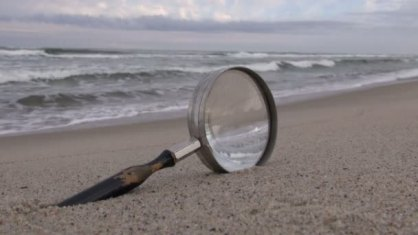 depositphotos_83975212-stock-video-old-magnifying-glass-with-wooden