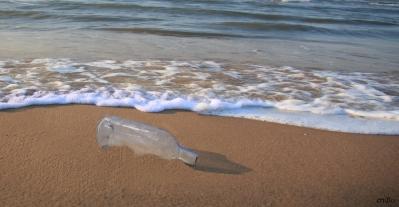bottiglia sulla spiaggia - by criBo